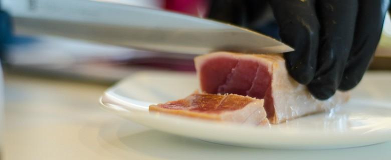 Tuna anschneiden
